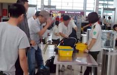 Phạt 7,5 triệu đồng nhân viên ở Nội Bài 'nhặt của rơi, bỏ vào túi'