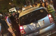 Hà Nội: Dân truy đuổi taxi điên cuồng bỏ chạy sau tai nạn