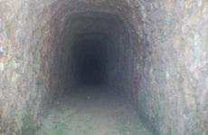 Bí thư đào hầm xuyên núi: 'Muốn sống tốt sao khó thế?'
