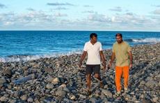 Hai mảnh vỡ ở Mozambique 'gần như chắc chắn' là của MH370
