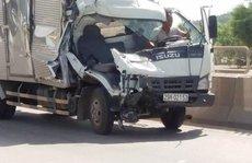 Xe tải tông đuôi xe tải, phụ xe chết kẹt trong ca bin