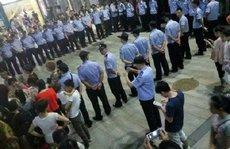 Trung Quốc chỉ trích dân trong nước đập phá hàng Mỹ