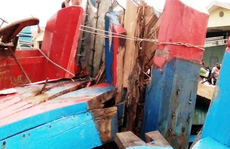Tàu cá Thanh Hóa bị tàu lạ vỏ sắt đâm giữa đêm trên biển
