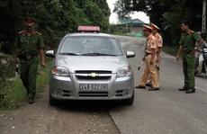 Vụ thảm sát ở Lào Cai: Dừng xe kiểm tra từng người
