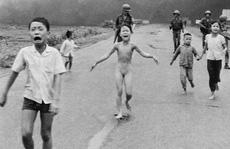 Facebook bị tố lạm quyền quanh bức ảnh 'Em bé napalm'