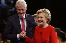 Trang web về ông bà Clinton bị thay bằng nội dung khiêu dâm
