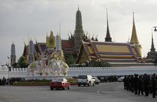 Linh cữu Quốc vương Thái Lan về đến 'nhà'