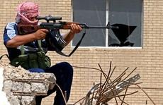 Chưa kịp vung dao, đao phủ IS bị 'kẻ bắn tỉa Mosul' triệt hạ