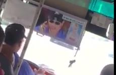 Video: Hãi hùng tài xế xe buýt thả vô lăng, nghe điện thoại