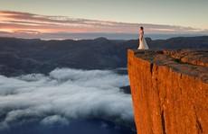 Lái xe, cuốc bộ 10.000 km để chụp ảnh cưới