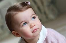 Công chúa Anh đáng yêu trong sinh nhật 1 tuổi