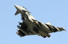 Anh: Chiến đấu cơ Typhoon xuất kích đuổi theo máy bay lạ