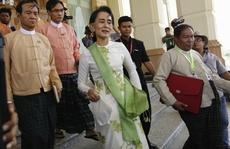 Bà Suu Kyi khởi động bằng cuộc gặp ngoại trưởng Trung Quốc