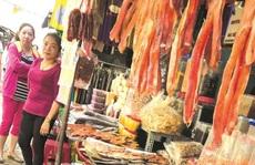 Đặc sản ngoại 'đổ bộ' chợ tết: Ngon nhưng vẫn lo