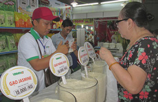 Tìm lối ra cho gạo Việt