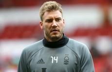 Bendtner sẽ không lột quần ăn mừng nếu 'xé' lưới Arsenal