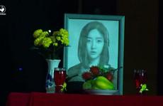 'Đấu trường tiếu lâm' xin lỗi vì lấy ảnh ca sĩ Hàn làm ảnh thờ