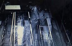 Trộm bịt mặt đột nhập khoắng cả trăm triệu đồng tài sản