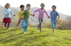 Cách bảo vệ an toàn cho trẻ em trong mùa hè