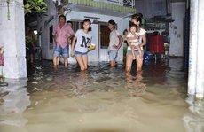 Dân Sài Gòn oằn mình đối phó triều cường