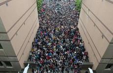 Hơn 2.300 người cùng nộp đơn 'giành' 1 chỗ làm