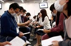 Hàng trăm thanh niên Nhật đeo khẩu trang để hẹn hò