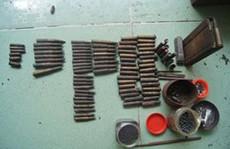 Bắt giữ đối tượng giấu súng quân dụng và hàng trăm viên đạn