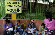 """Venezuela """"chảy máu"""" toàn diện"""