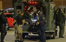 Mỹ: Biểu tình bốc lửa, cảnh sát dùng xe bọc thép làm xe cứu thương