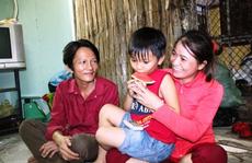 'Tỉ phú ve chai' hạnh phúc về quê báo hiếu cha mẹ