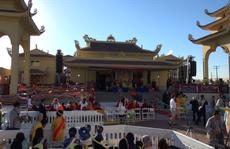 Người gốc Việt chào đón Đạt Lai Lạt Ma ở California