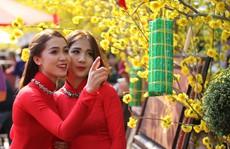 Thiếu nữ Sài Gòn duyên dáng trên 'Phố ông Đồ'
