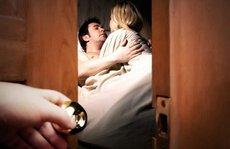 Vợ vừa đi công tác, chồng đã dẫn người tình về 'vui vẻ'