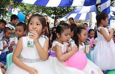 Vinamilk đóng góp 20 tỉ đồng cho chương trình sữa học đường năm học 2016-2017