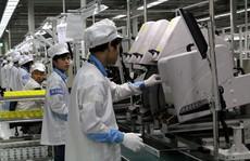 Microsoft bán mảng sản xuất điện thoại cơ bản cho Foxconn