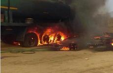 Lấy nhiên liệu từ xe bồn gặp nạn, hơn 180 người thương vong