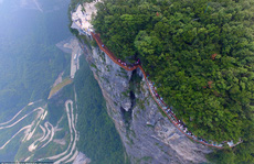 Trung Quốc khánh thành cây cầu 'vừa đi vừa run'