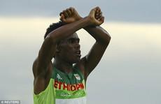 HCB marathon Olympic không dám về nhà vì sợ chết