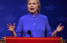 Bí ẩn trang khiêu dâm gởi tới email của bà Clinton