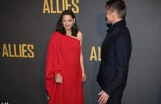 Brad Pitt thân thiết Marion trên thảm đỏ