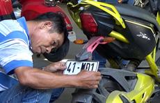 Người dân ùn ùn mang xe đạp điện đi đăng ký biển số xe