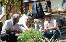 'Fan' dâng hoa, nhớ ngày mất Trịnh Công Sơn