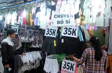Thời trang đại hạ giá hút khách bình dân Sài Gòn