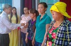 Họp mặt tôn vinh, tặng quà nữ CNVC-LĐ khó khăn