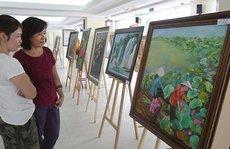 Triển lãm tranh gây quỹ giúp công nhân khó khăn