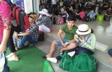 Hành khách tại Cần Thơ vật vã chờ xe về quê