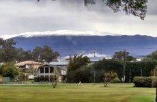 Tuyết rơi dày hiếm có ở Hawaii