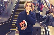 """""""Phù thuỷ"""" Emma Watson thực hiện 'âm mưu' với sách"""