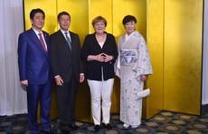 Phu quân thủ tướng Đức bất ngờ tháp tùng vợ