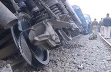 Ấn Độ: Cả đoàn tàu gặp nạn, 100 người thiệt mạng